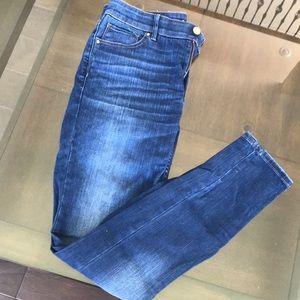 EUC White House Black Market Skinny Jeans- size 4